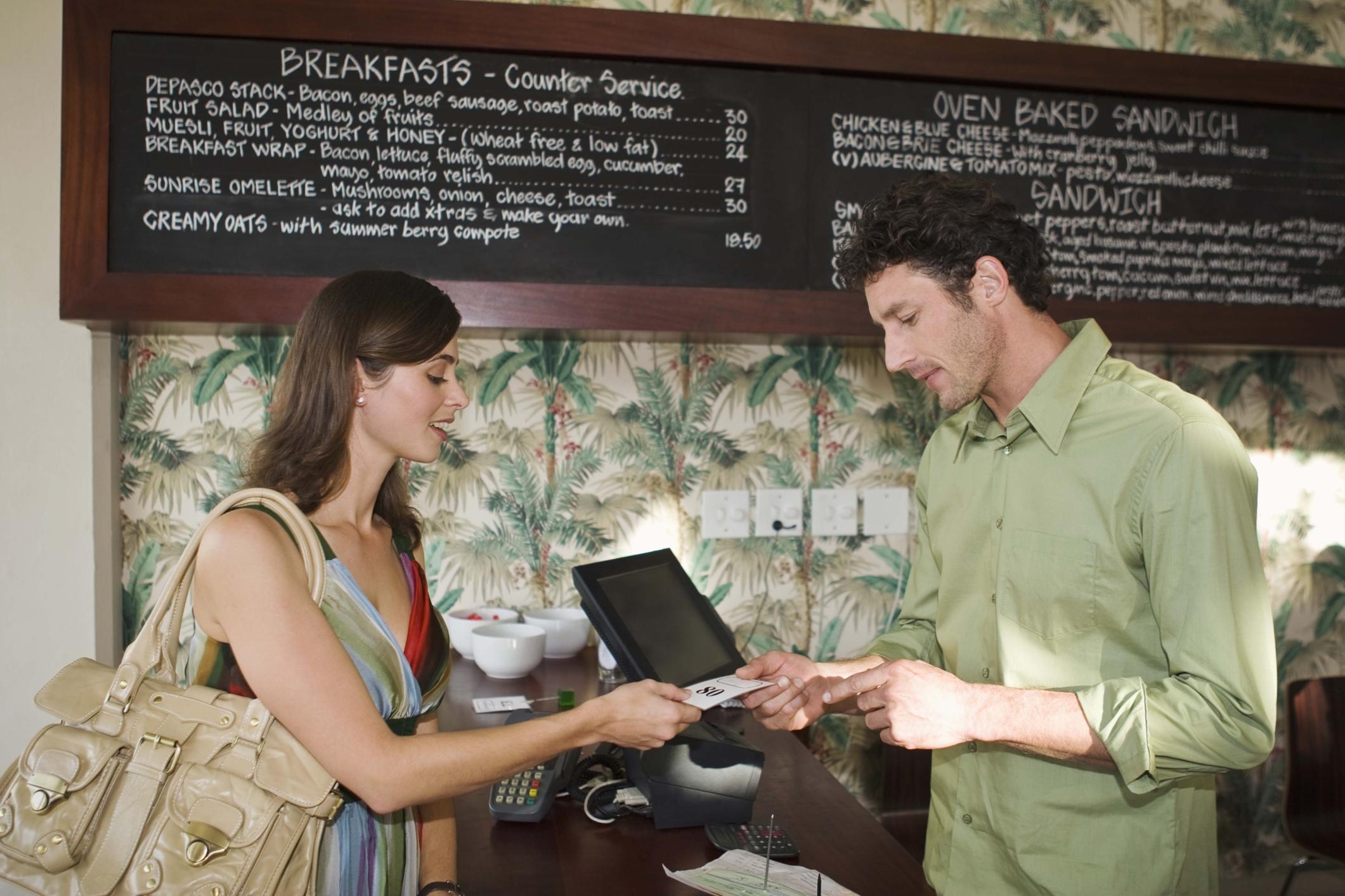 Funciones y responsabilidades de los cajeros de un restaurante |