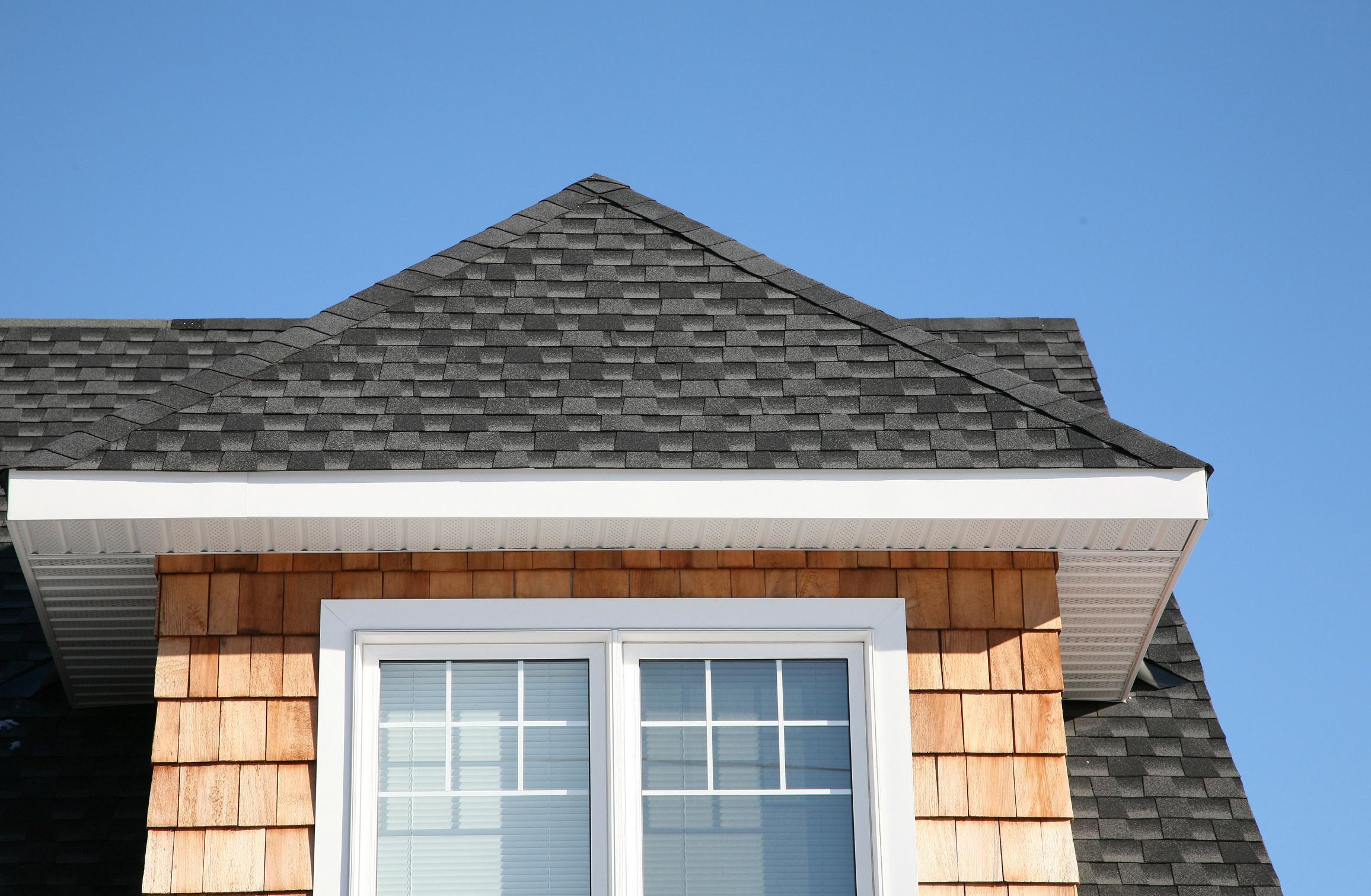 Cuál es la pendiente común para un techo a cuatro aguas? |