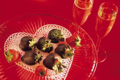 Ideas de decoraci n para una cena rom ntica cocinada en - Ideas san valentin en casa ...
