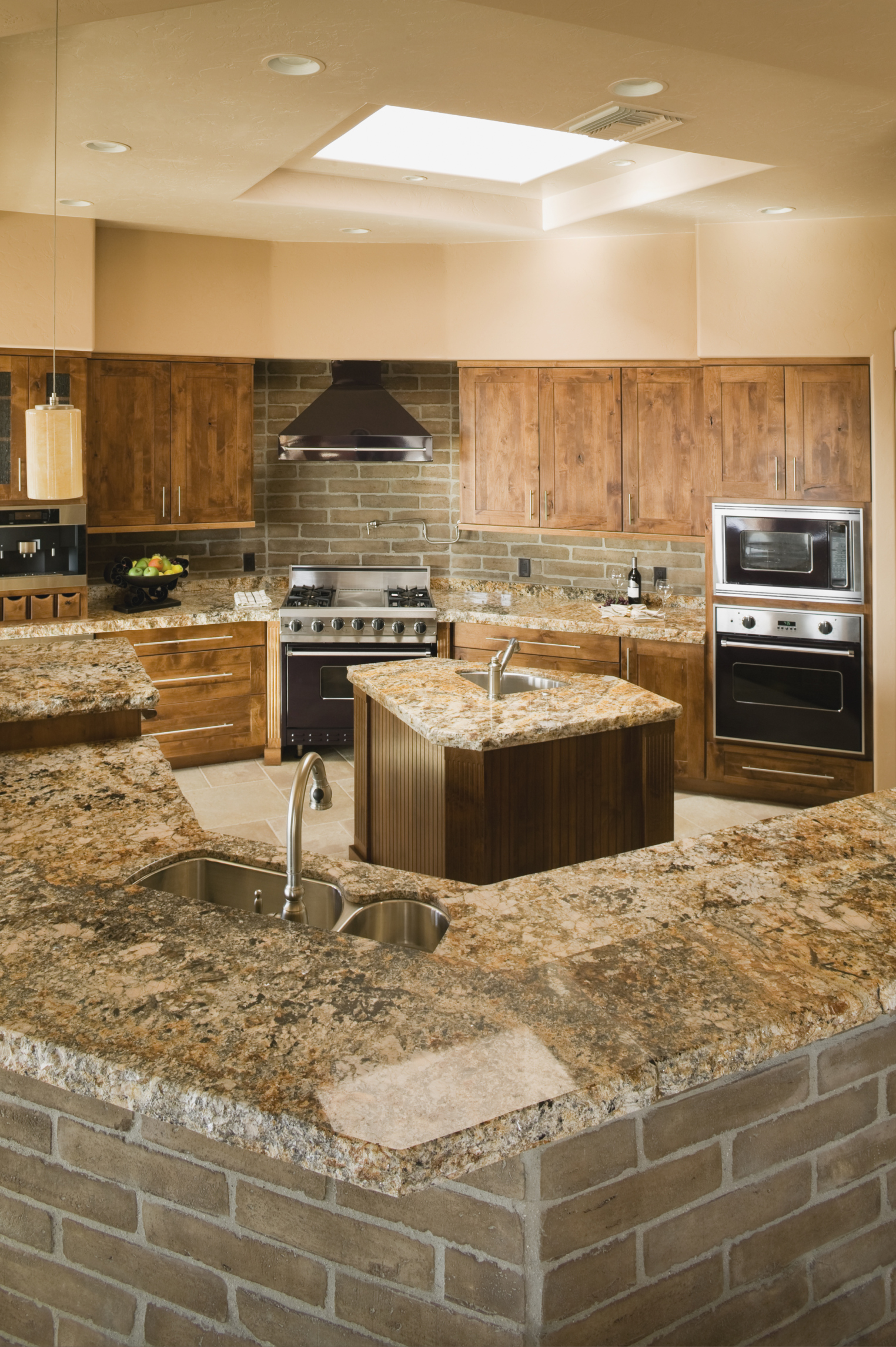 Cómo limpiar con seguridad los gabinetes de madera de la cocina |
