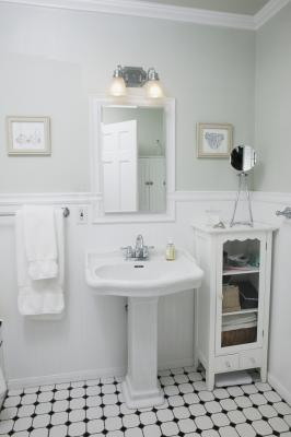 How to remodel a 1920s bungalow bathroom home guides for Bathroom ideas 1920 s
