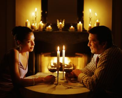 How to decorate for a romantic candle dinner at night Best candles for romantic night