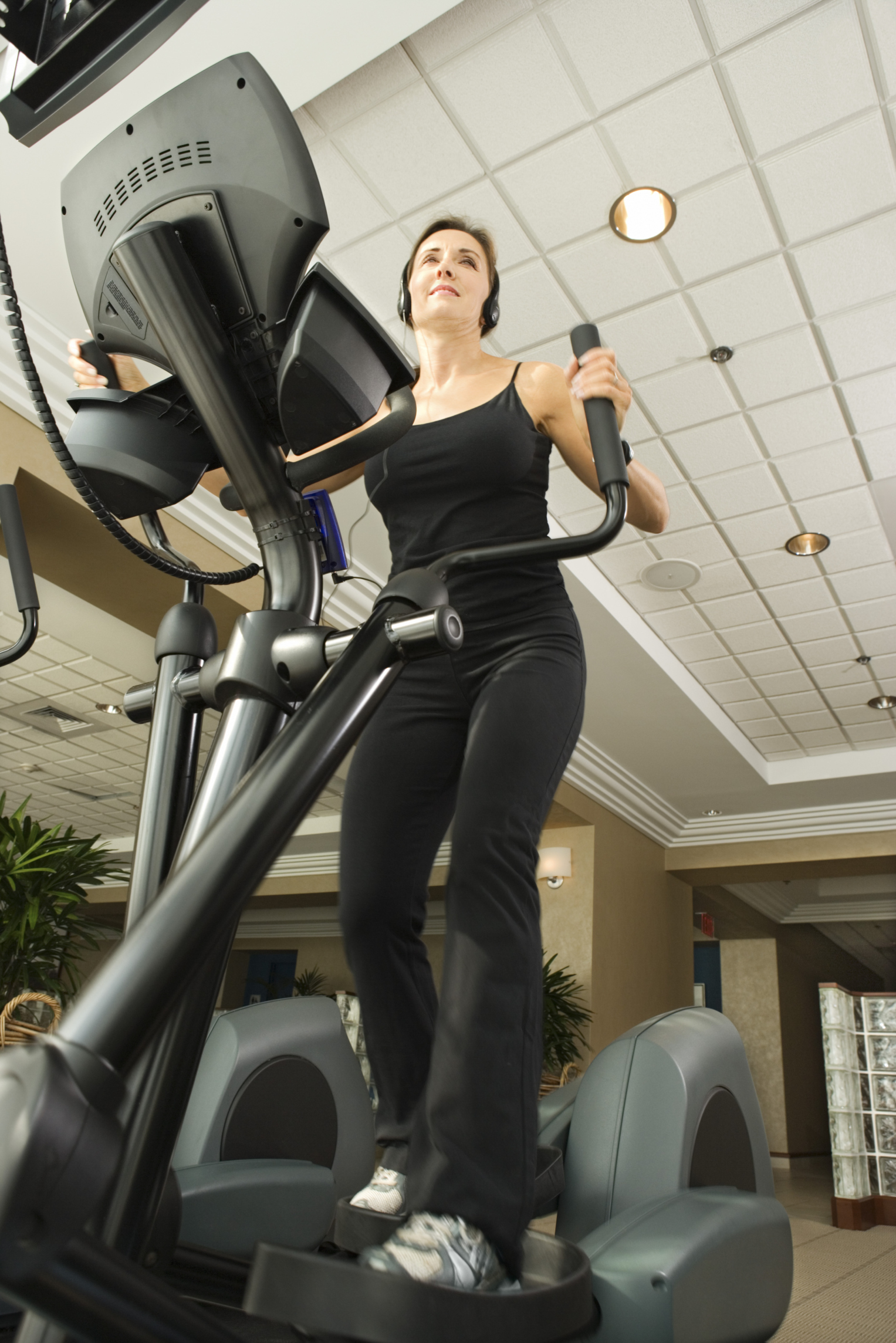 How to Get a Better Butt & Thighs With an Elliptical ...