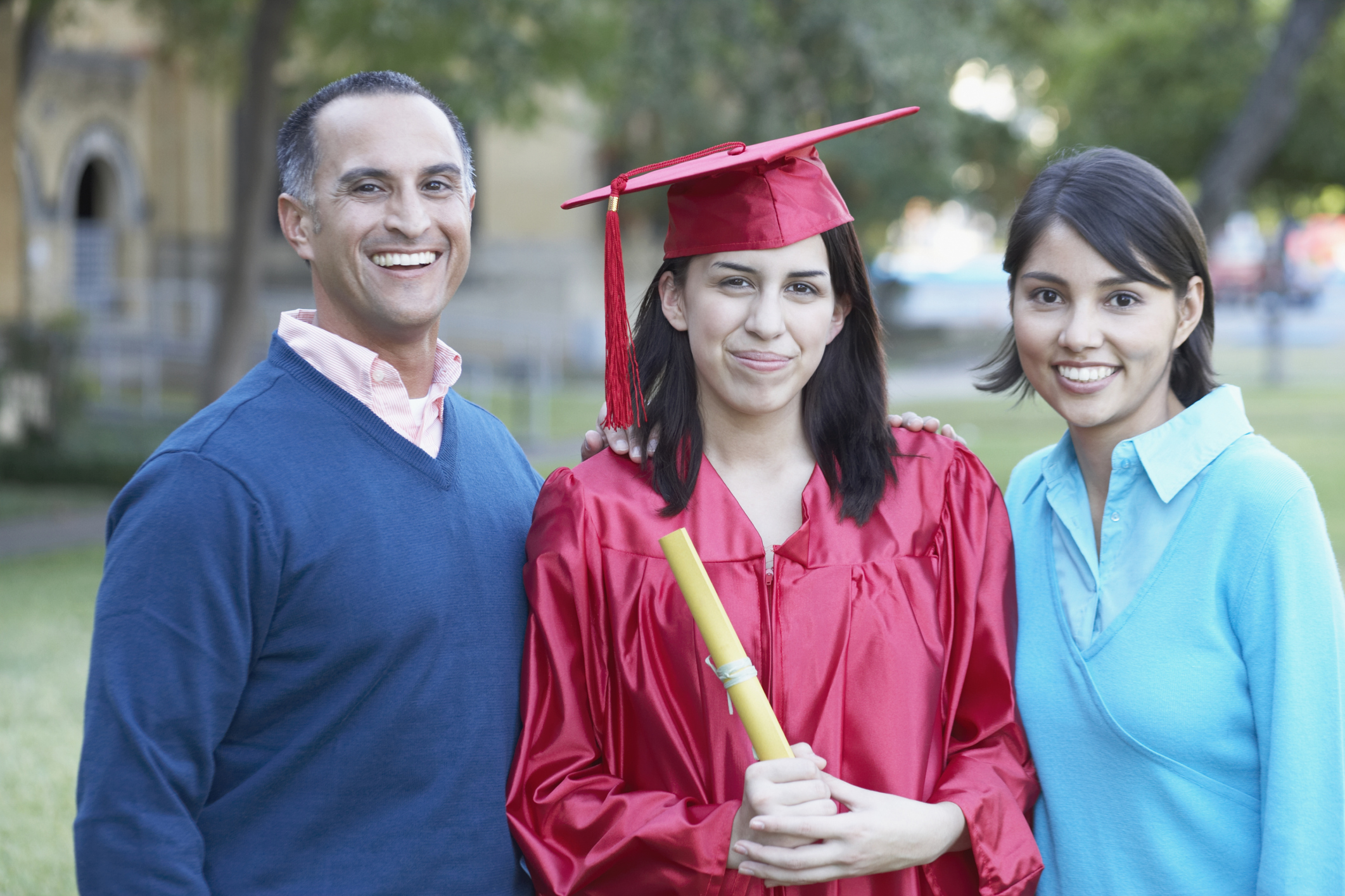 What Parents Wear to a High School Graduation | LIVESTRONG.COM