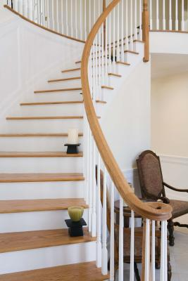 C mo decorar los escalones de una escalera ehow en espa ol for Como decorar una escalera