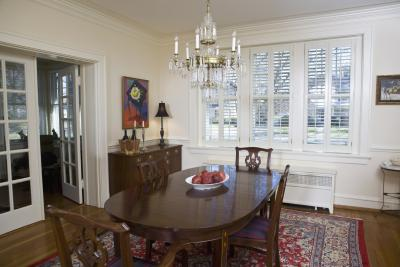 What Size Area Rug Should Go Under A 48 Inch Round Table