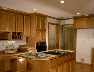 Countertop colors to match light maple cabinets home for Blonde maple kitchen cabinets