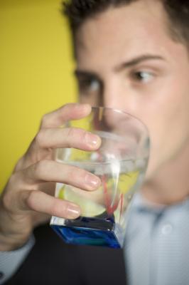 Síndrome de abstinência e um deliriya em alcoolismo.