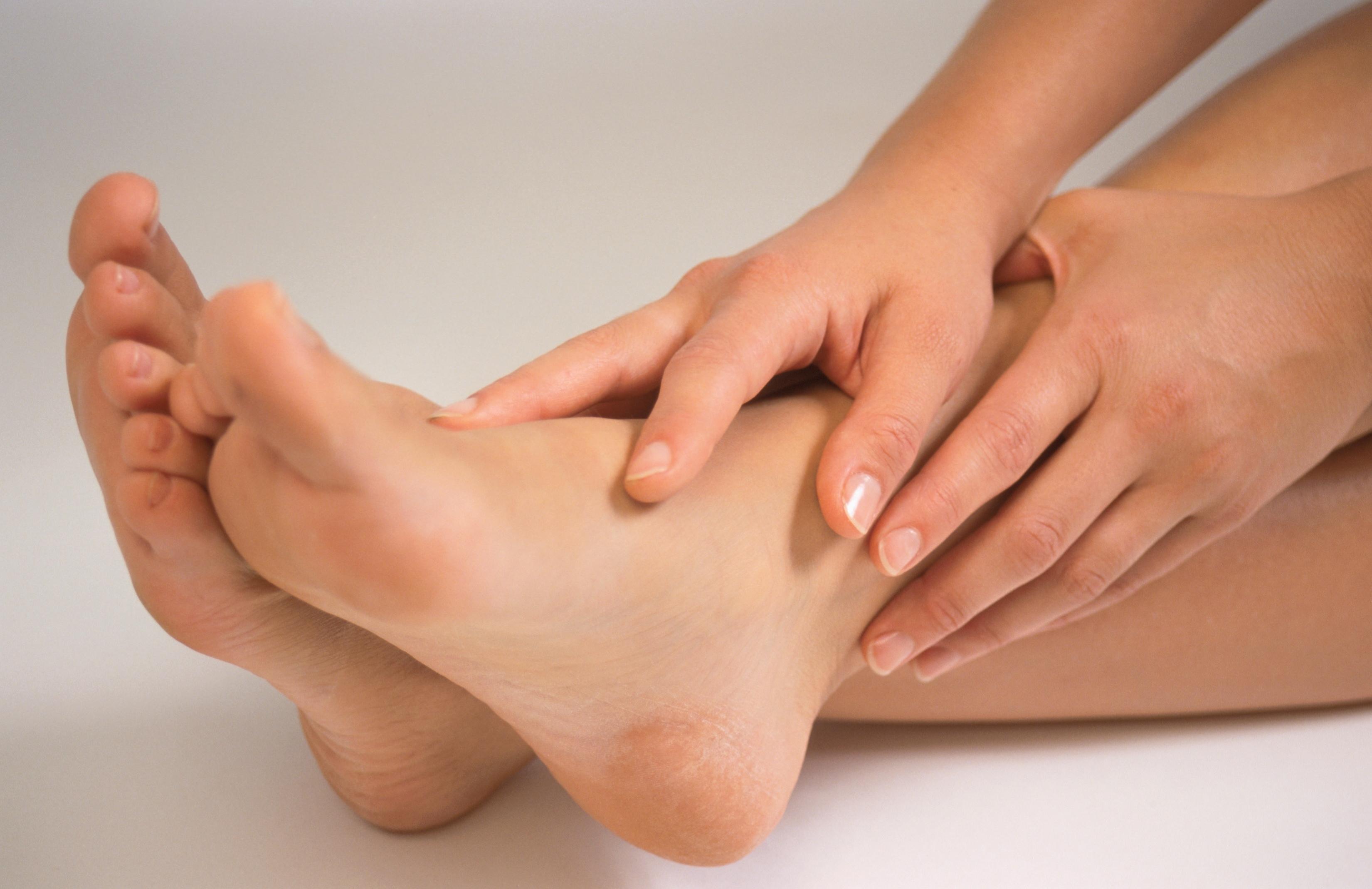 Как убрать боль в ногах в домашних  606