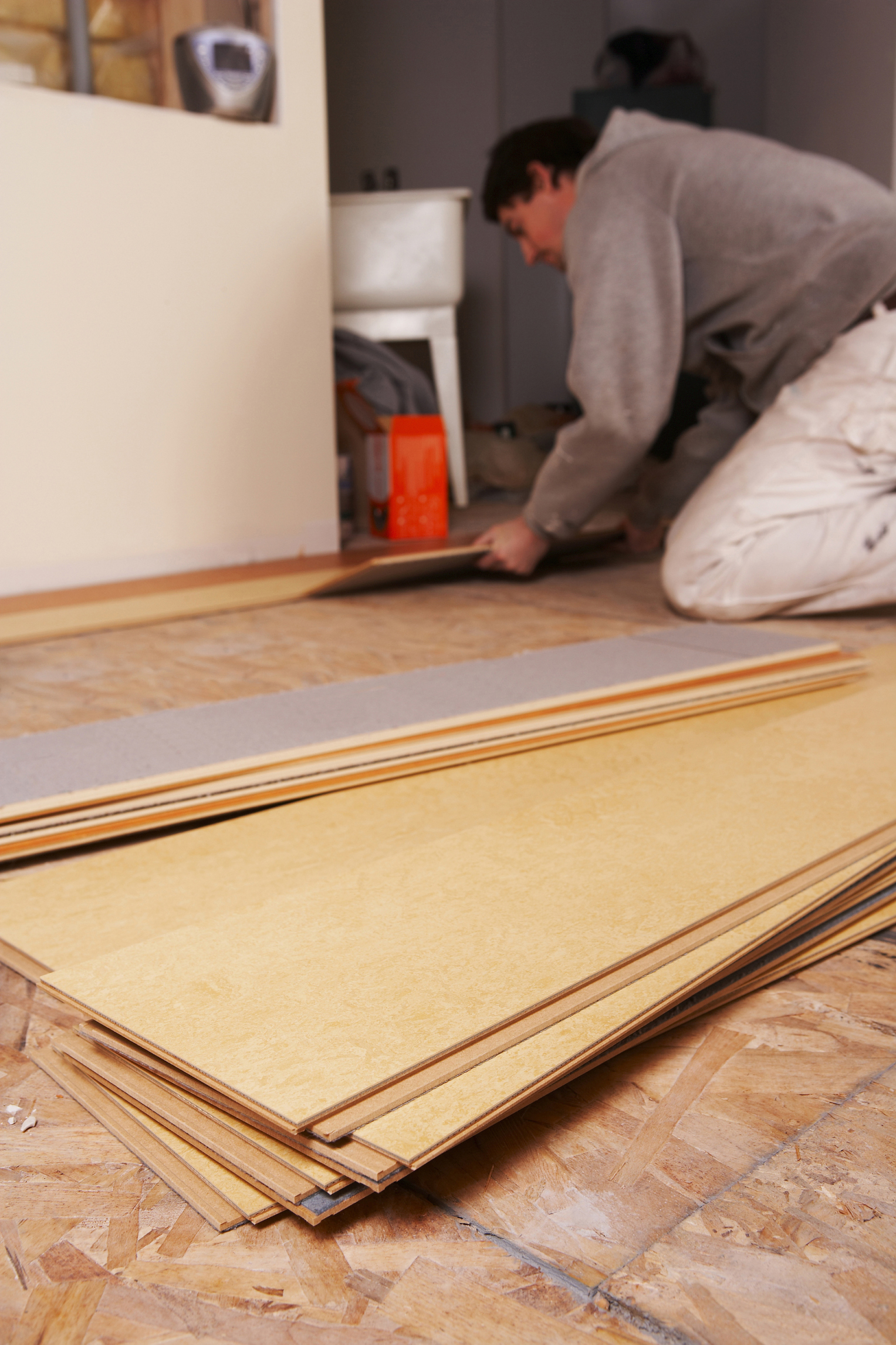 How to lay tile-effect laminate |