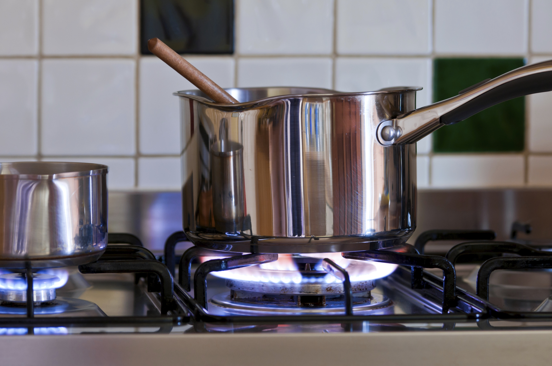 What Are the Dangers of Calphalon Cookware? | LEAFtv