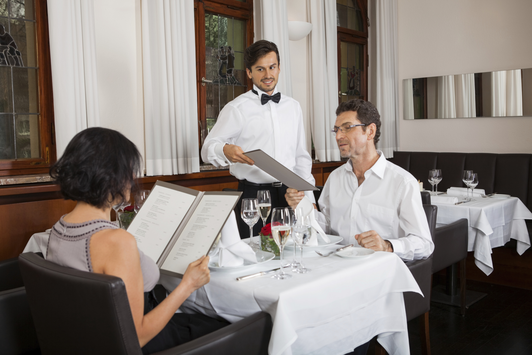waiter etiquette for fine dining