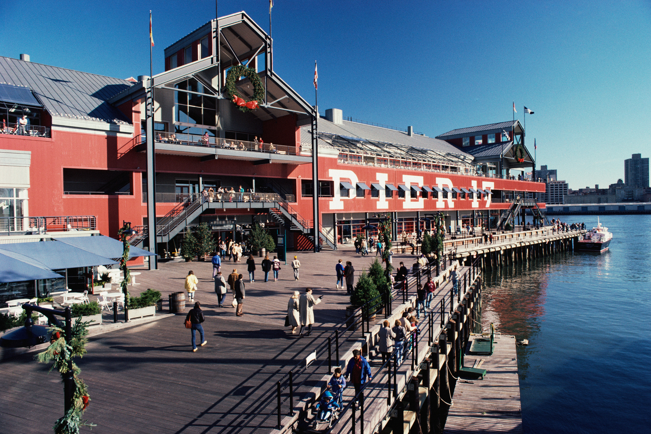 Restaurants at south street seaport pier 17 in new york for Fishing store nyc