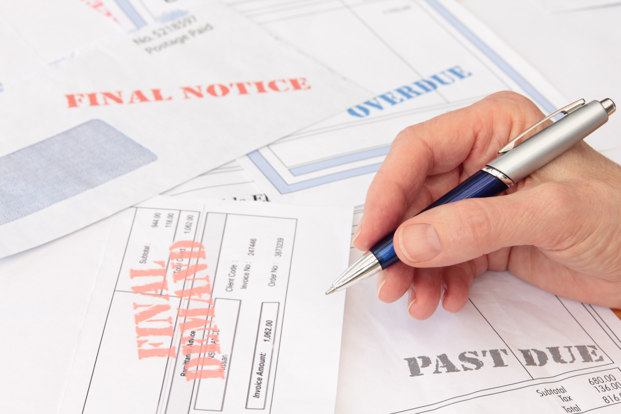 how to pay off bills on credit report