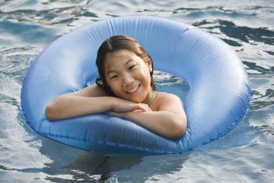 C mo reparar una p rdida en una piscina inflable ehow en espa ol - Parches para piscinas desmontables ...