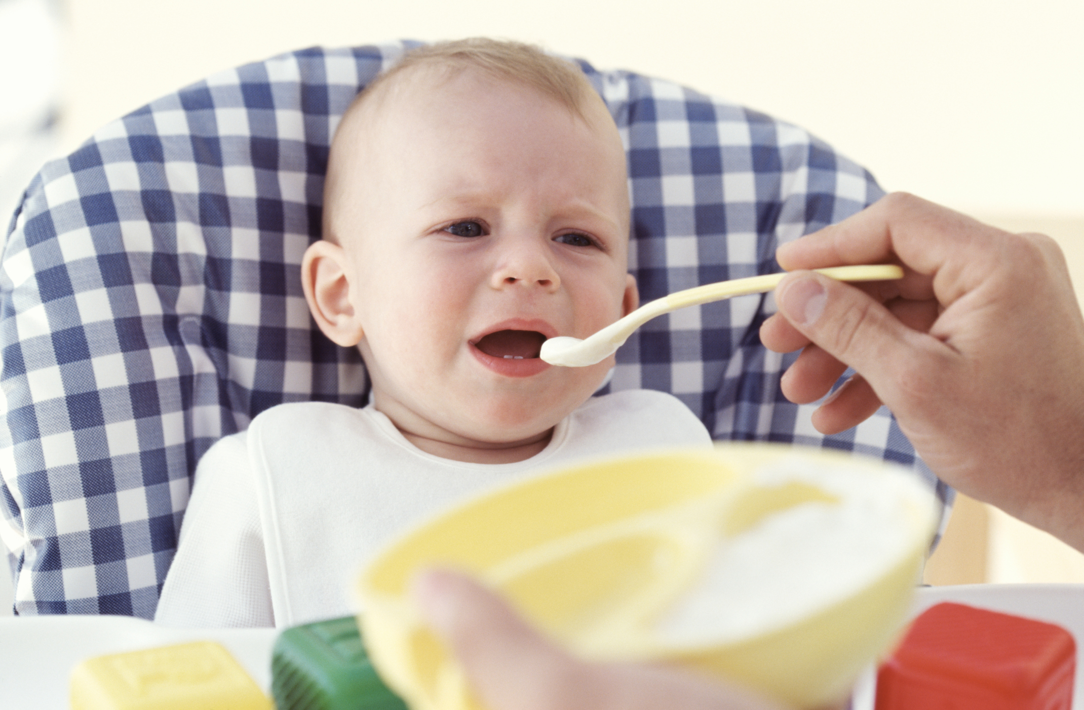 How Long to Give a Baby Cereal Before Starting Vegetables?