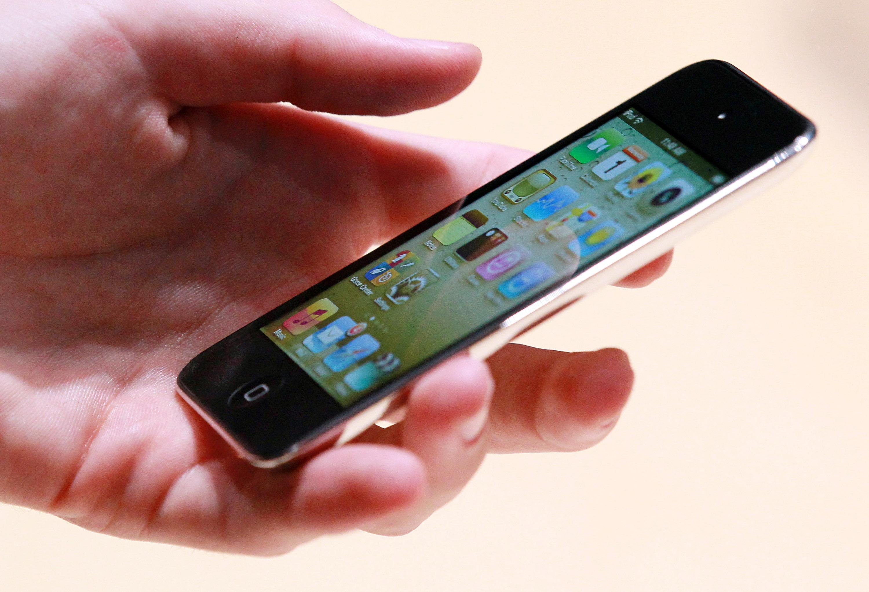 ¿De qué materiales está hecho un teléfono móvil? by on Prezi