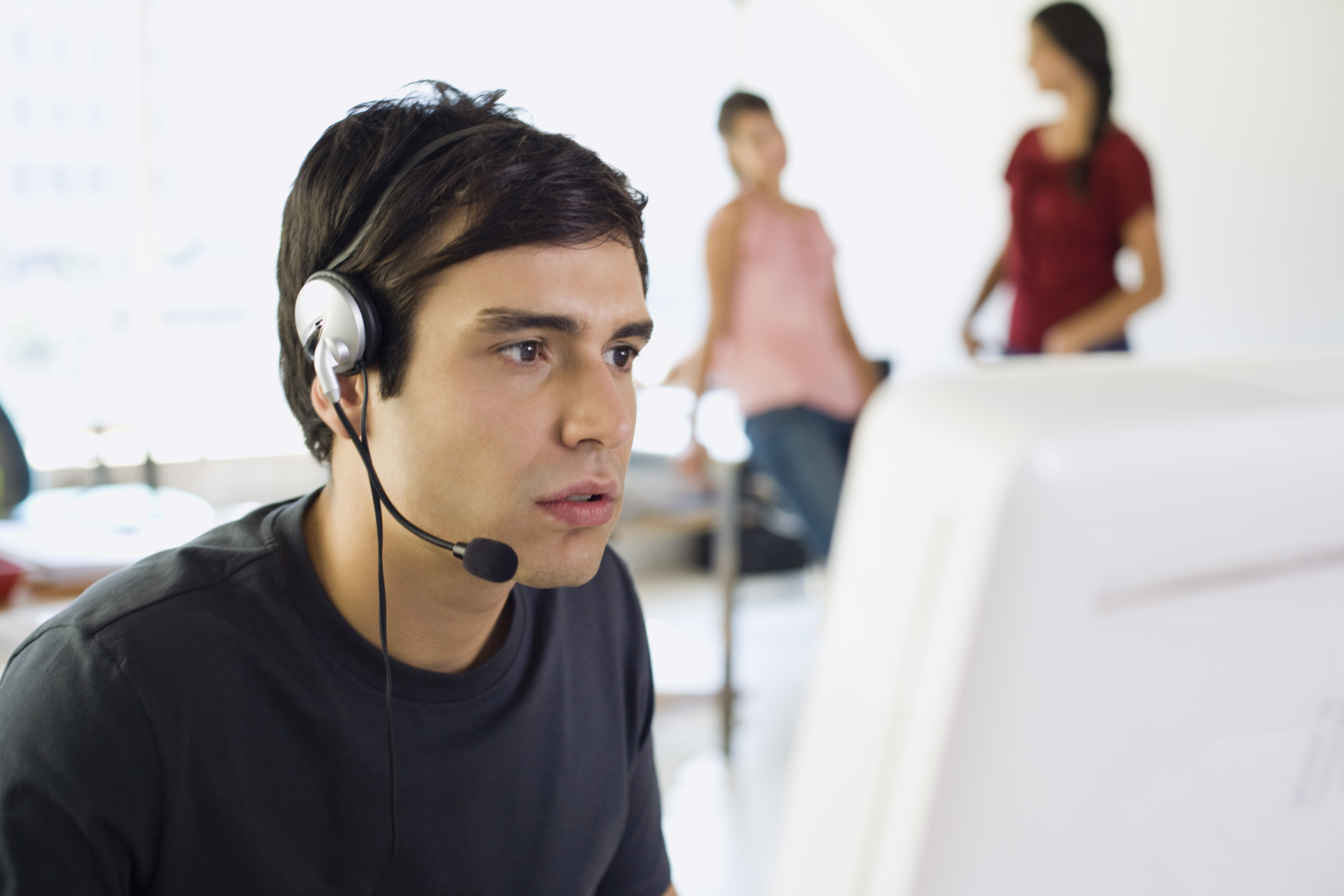 qualities of a good customer service person