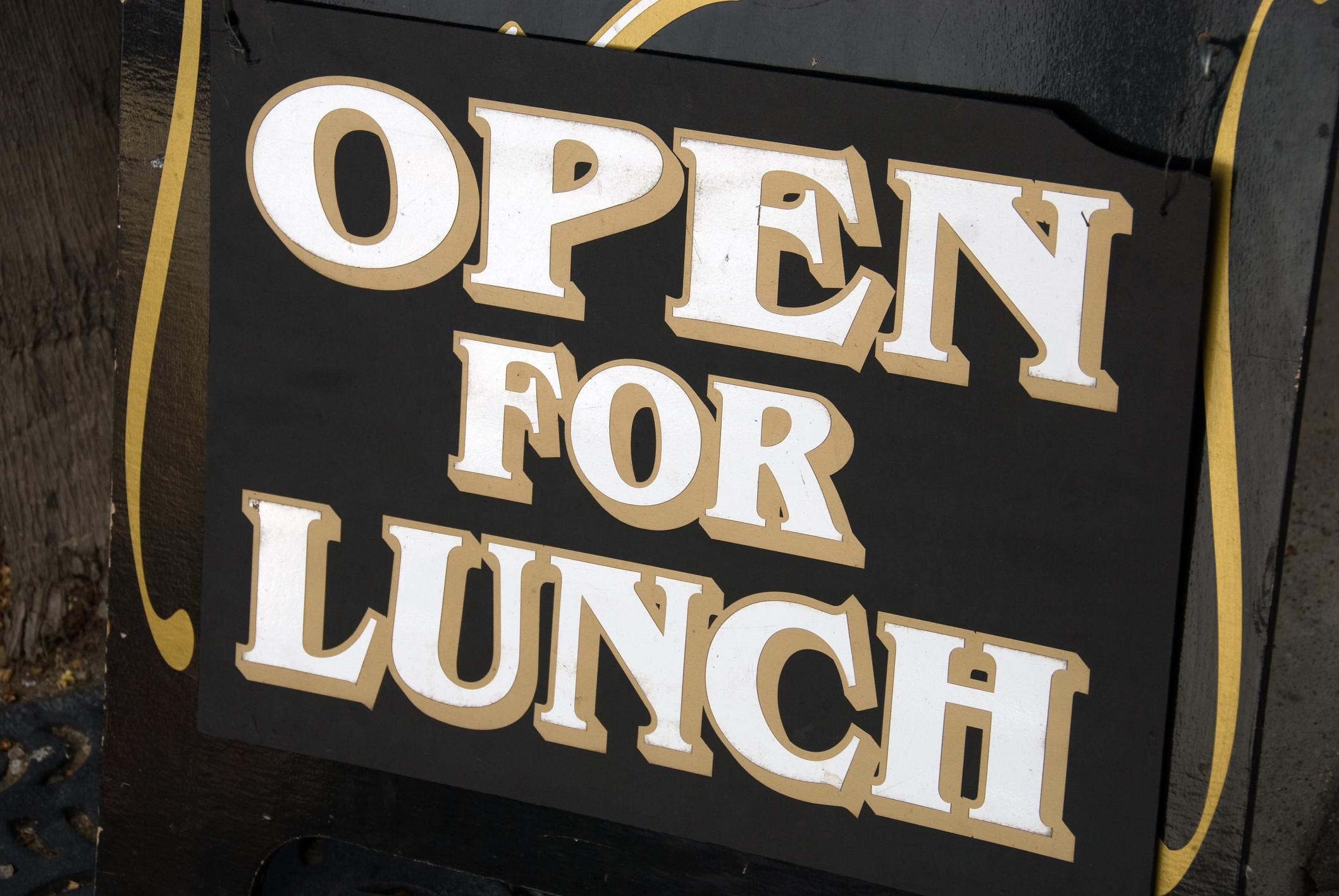 Cómo Escribir Una Invitación Cálida Para Invitar A Almorzar