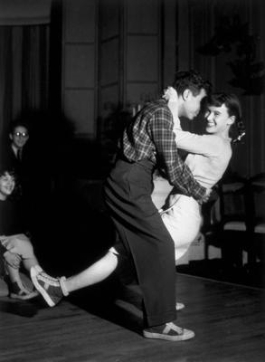 Xs on 1940s Jitterbug Dance