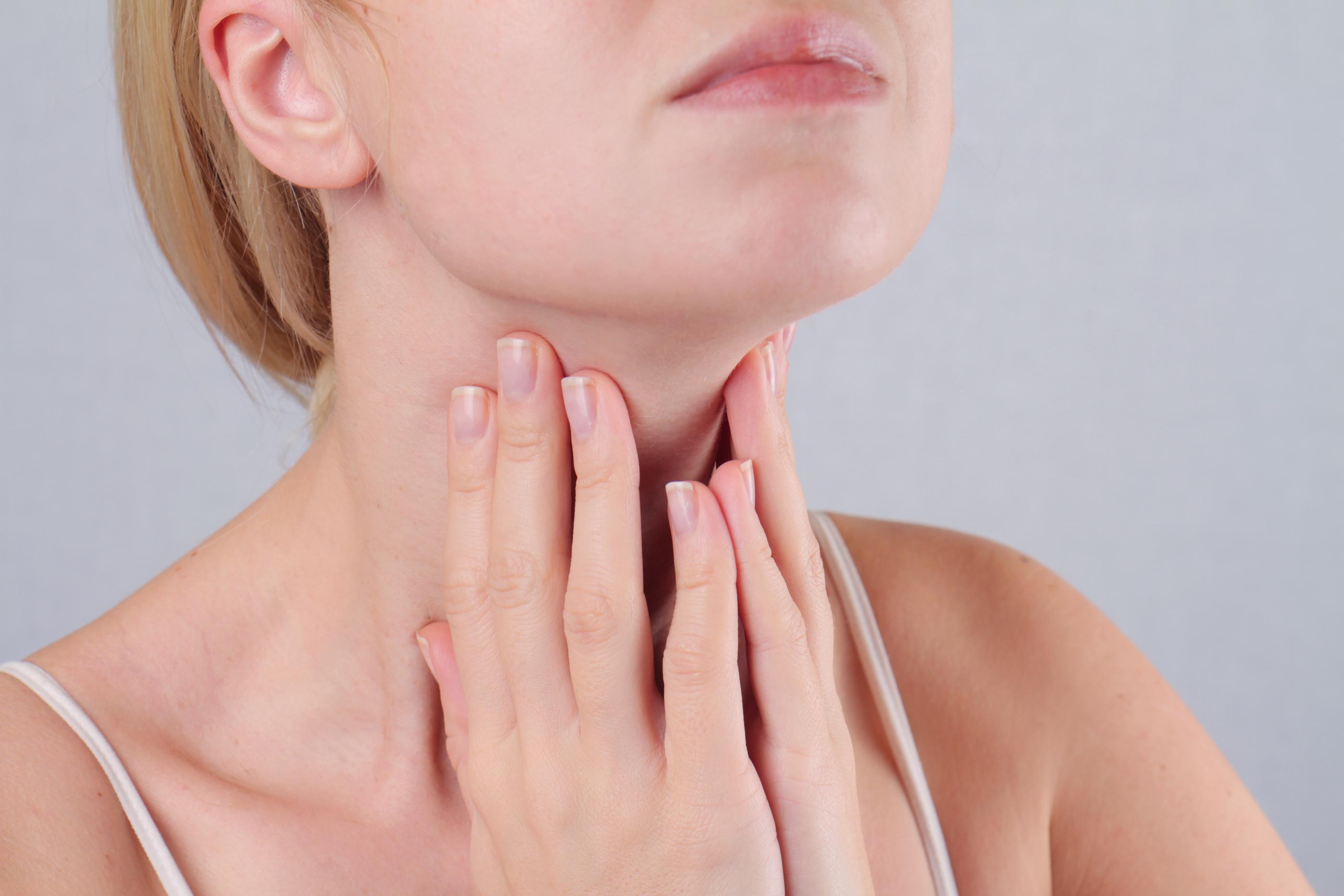 Antes da cirurgia e até mesmo medicamento envolvido, aqui estão cinco maneiras de ajudar a dor no pescoço tratamento em casa: