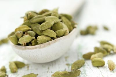 What Are the Benefits of Cardamom Tea?