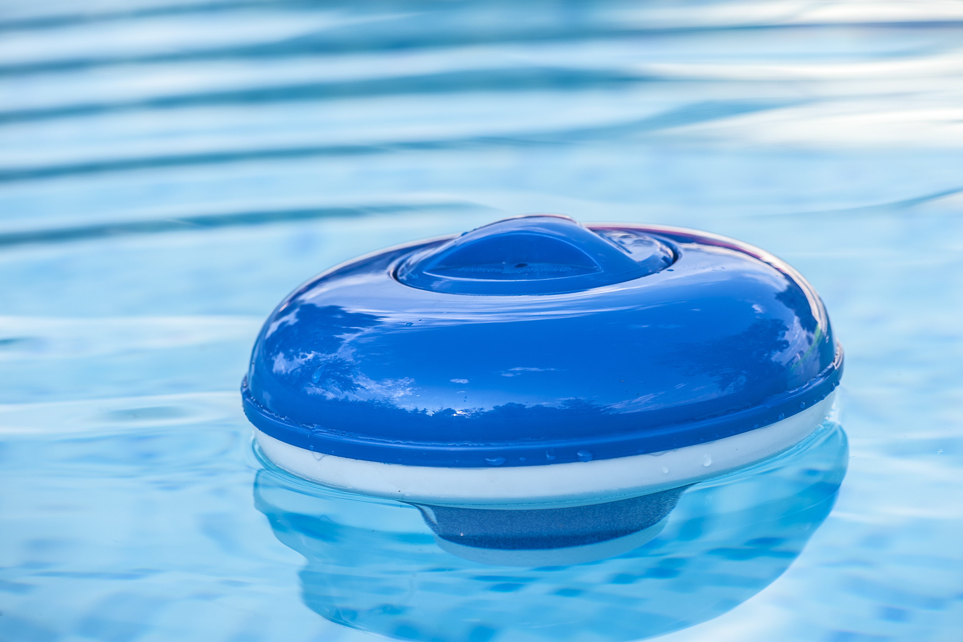 Reactions to chlorine at swimming pools healthfully - Chlorine calculator for swimming pools ...