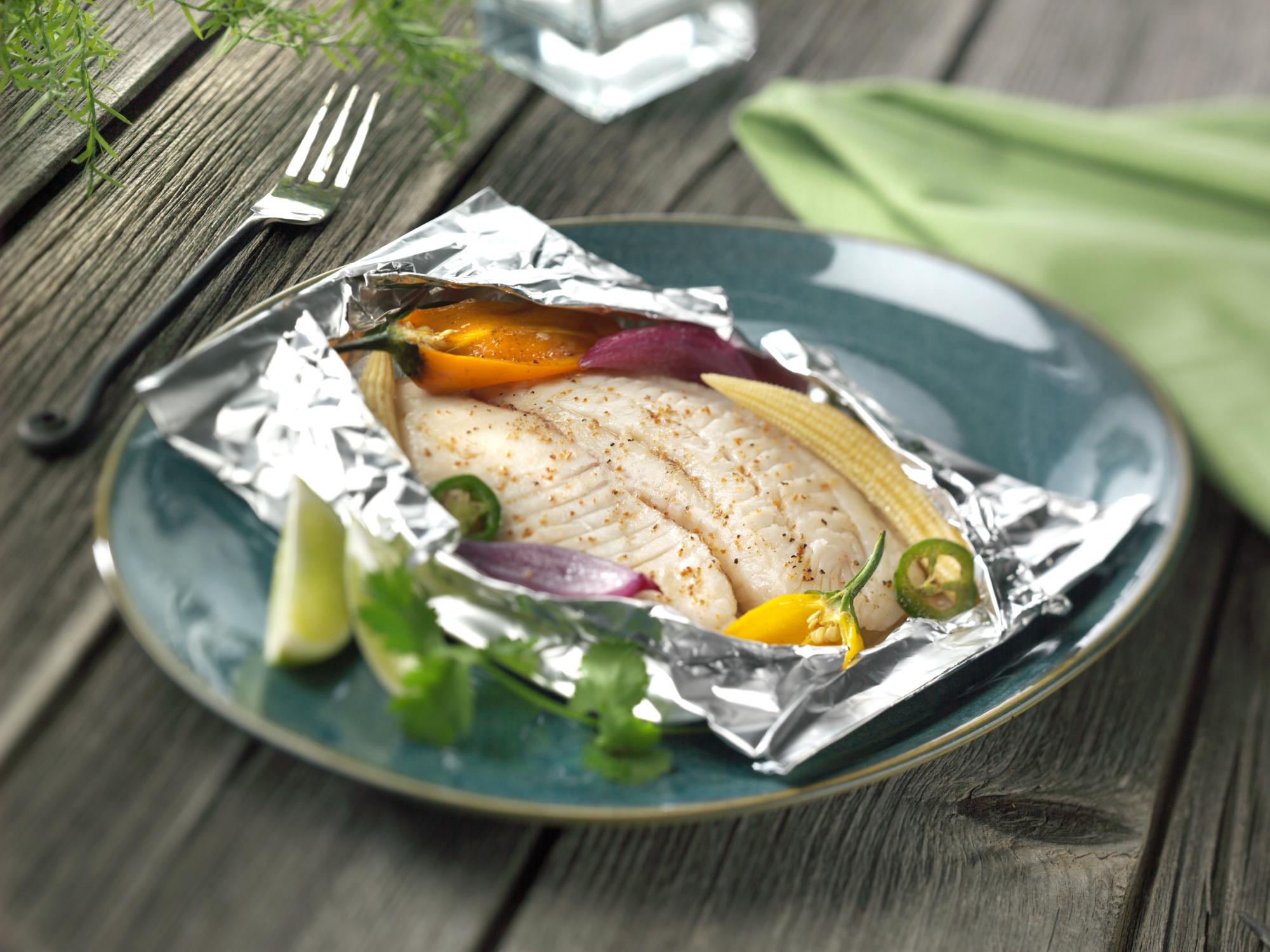Baking fish in foil. At what temperature and how long does it take to bake the mackerel in the oven