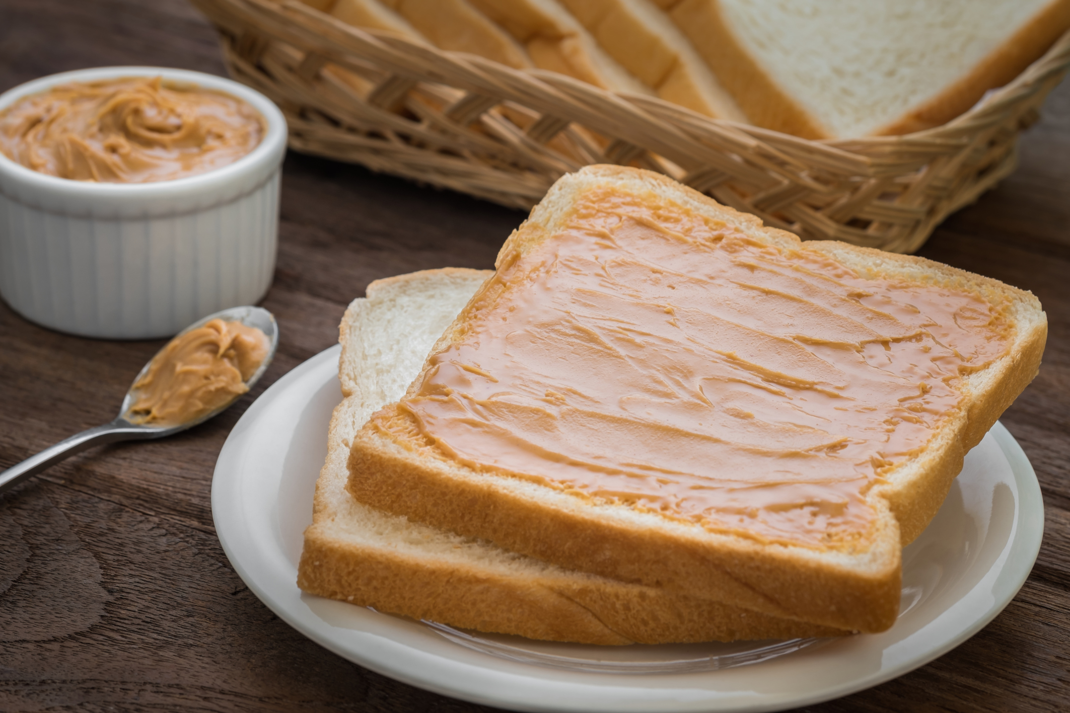 How many calories in white bread and whether its so bad