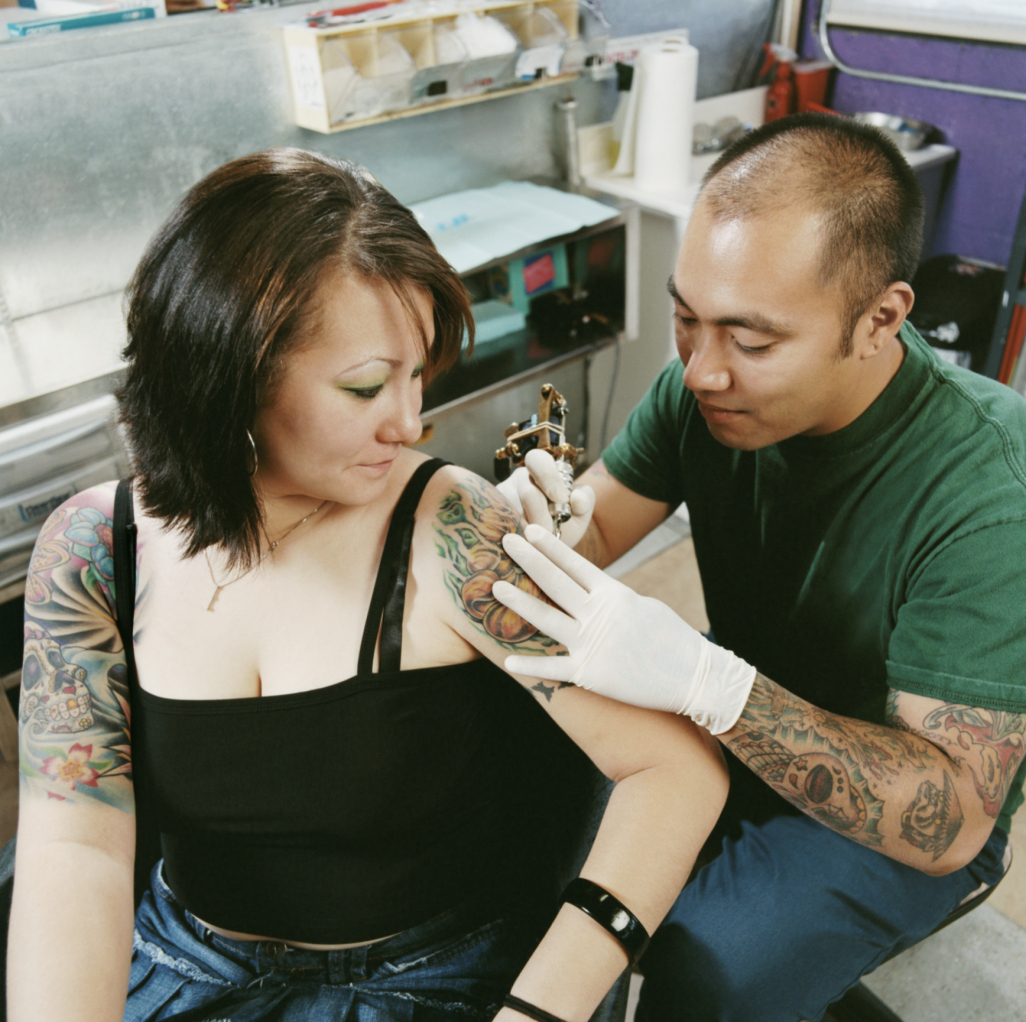 how to get a tattoo artist certificate