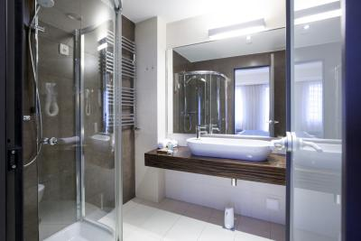 How To Clean Glass Shower Doors With Dryer Sheets And