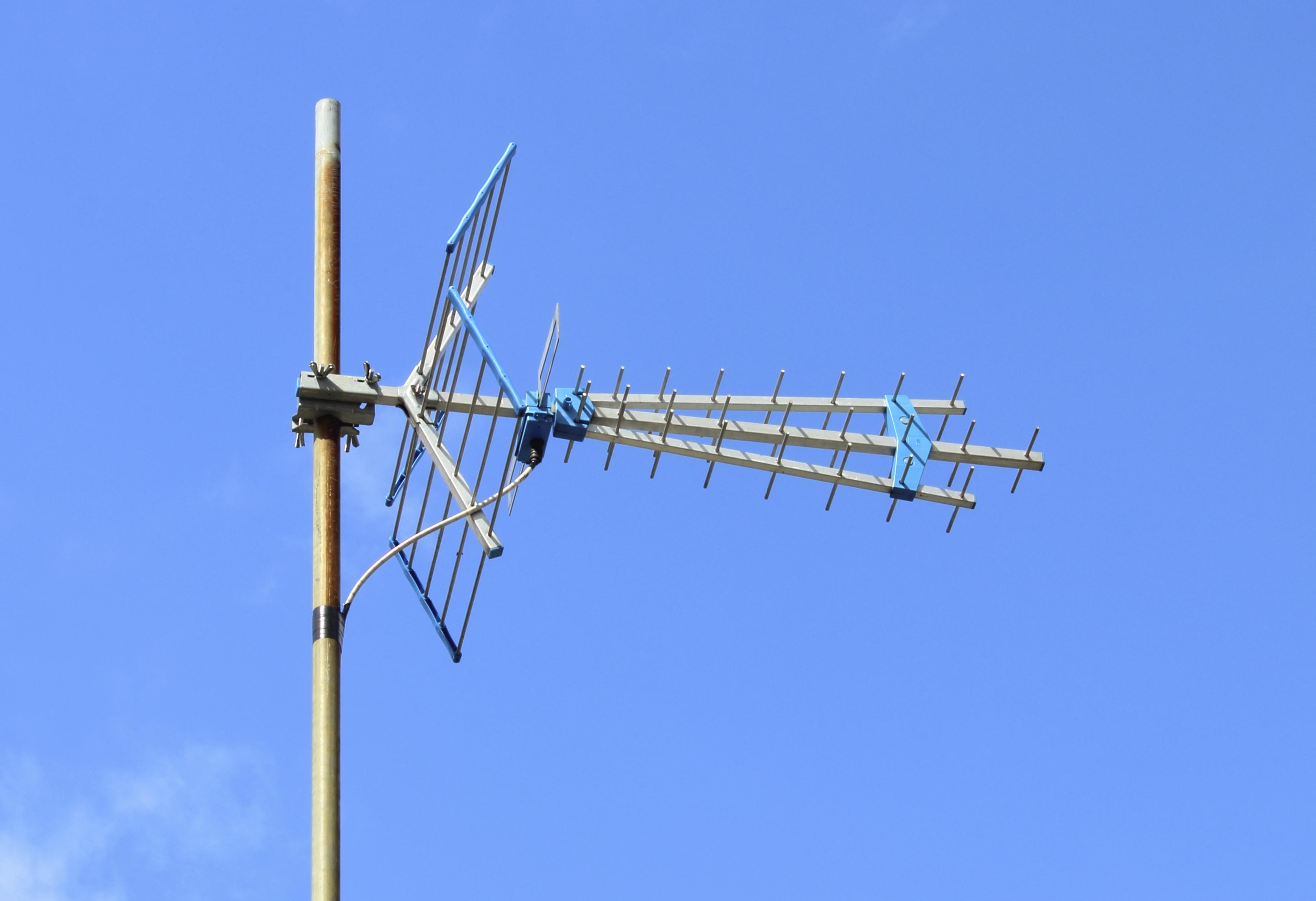 Cómo construir una antena para televisión de largo alcance ...