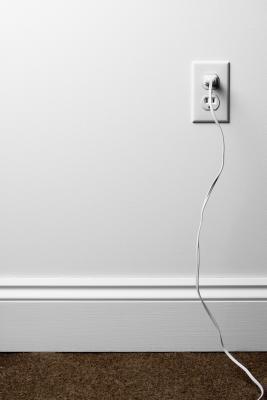 C mo romper una pared ehow en espa ol for Subida de tension electrica