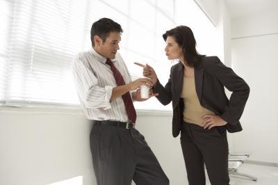 Работодатель поощряет работников, добросовестно исполняющих трудовые обязанности (объявляет благодарность...