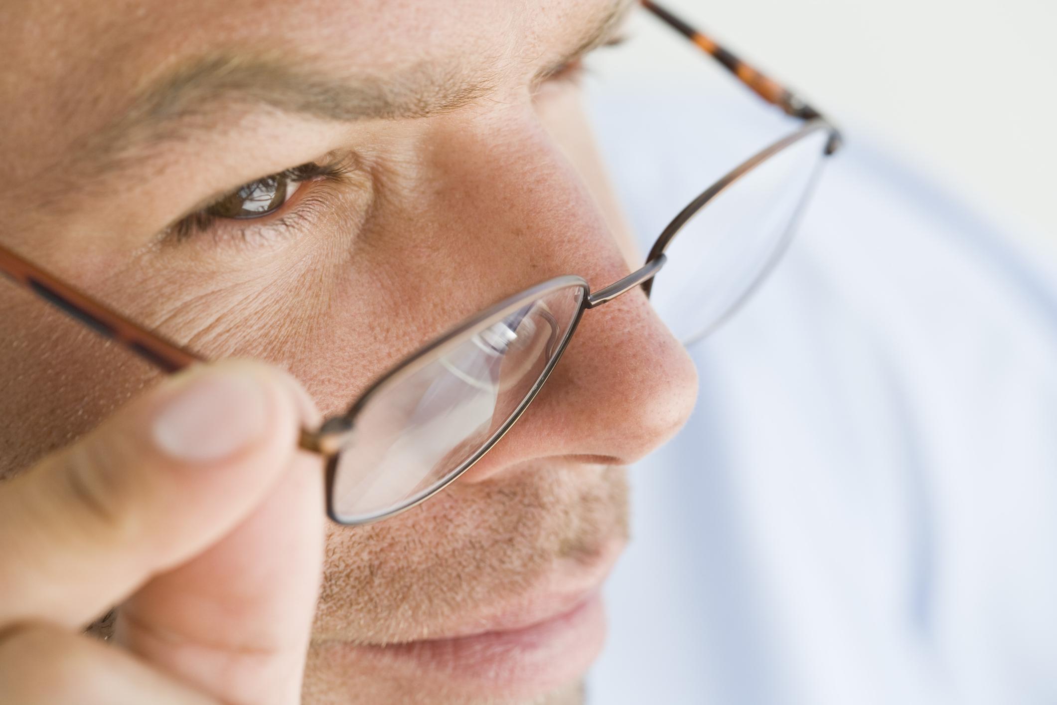 Cómo cambiar el marco de los lentes y mantener los vidrios |