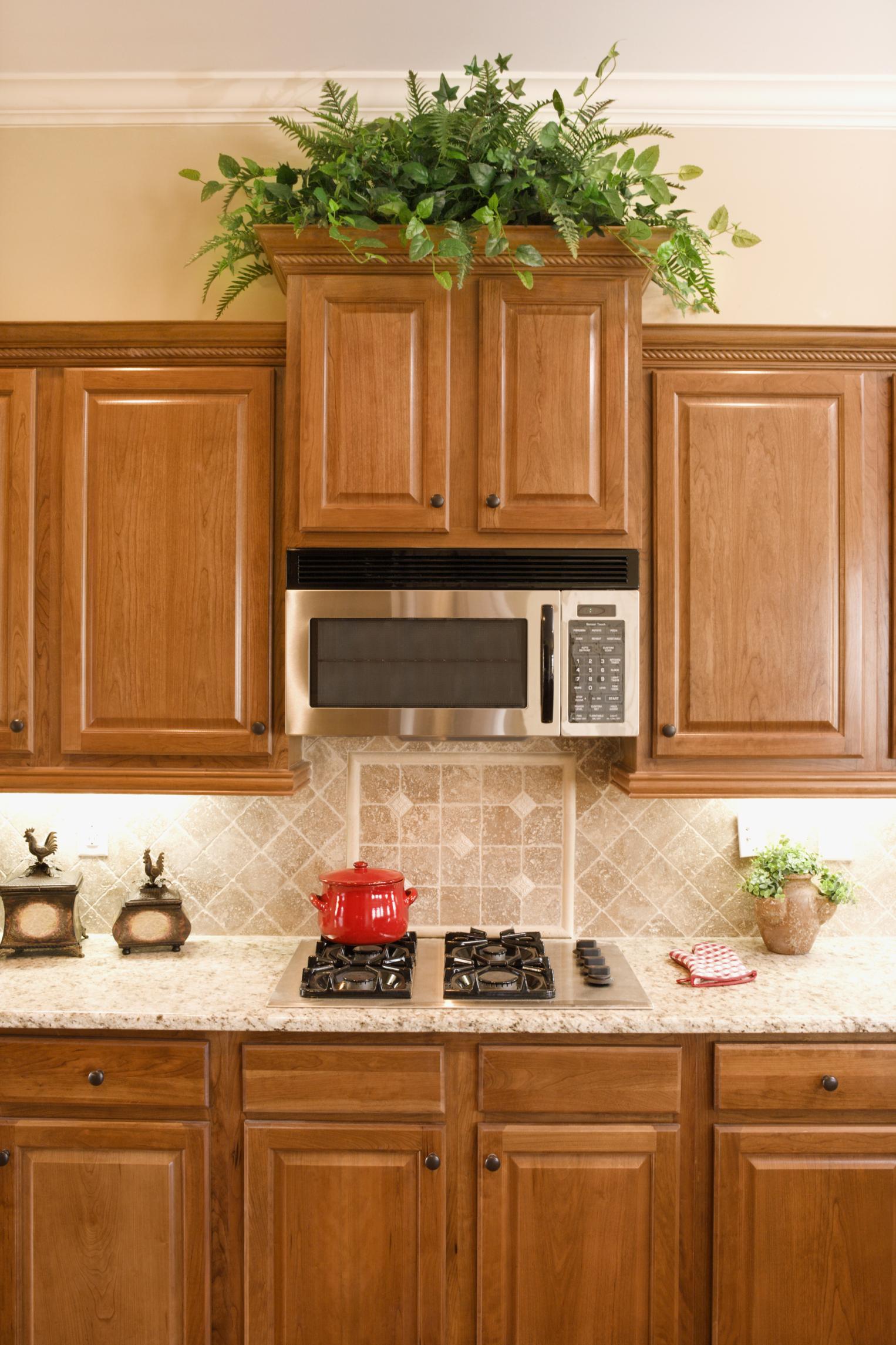 Cómo decorar gabinetes de cocina con un presupuesto |