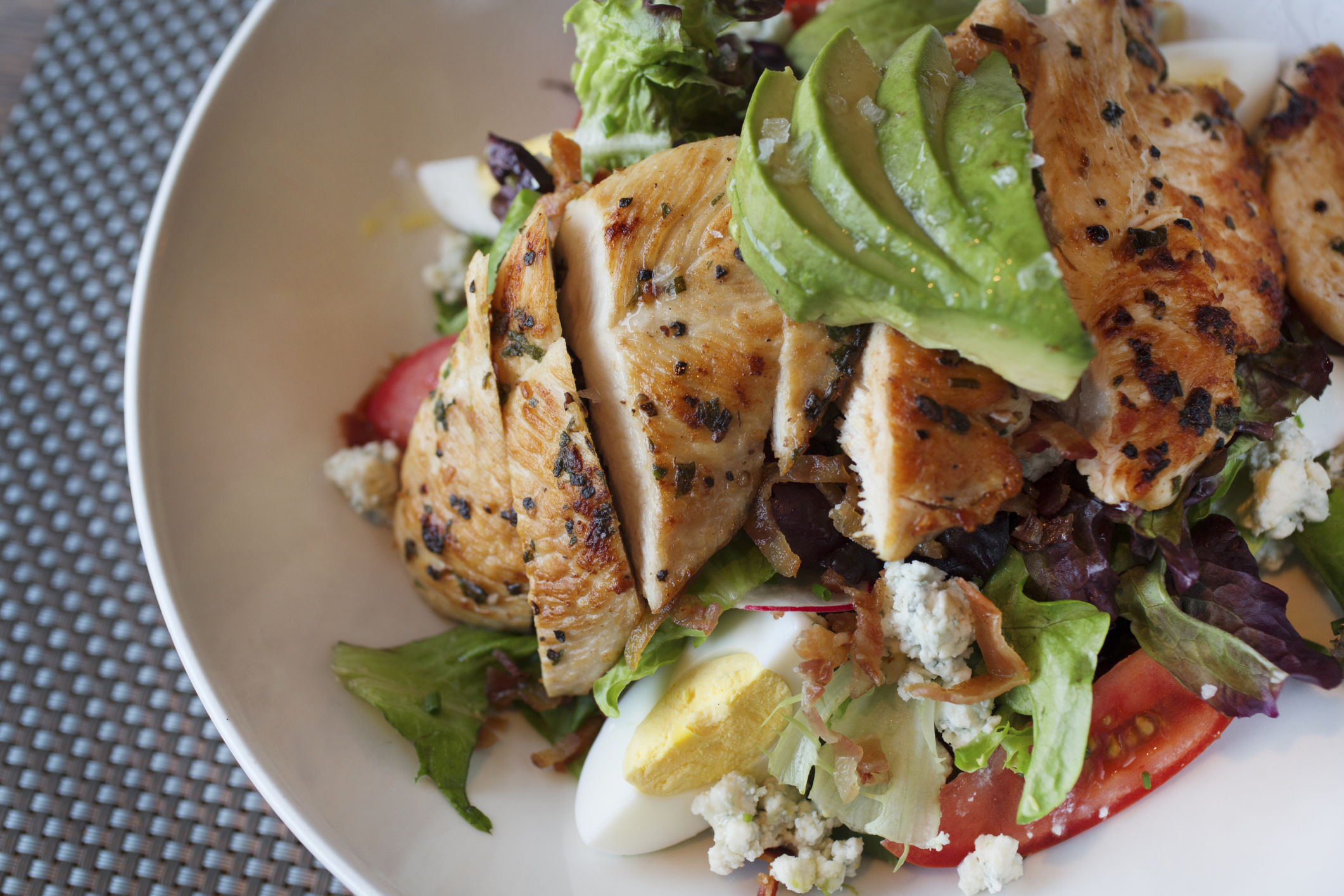 Cobb Salad Nutrition Information   LIVESTRONG.COM