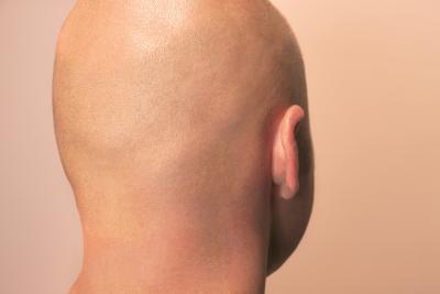 Die Maske für das Haar festigend für die Männer