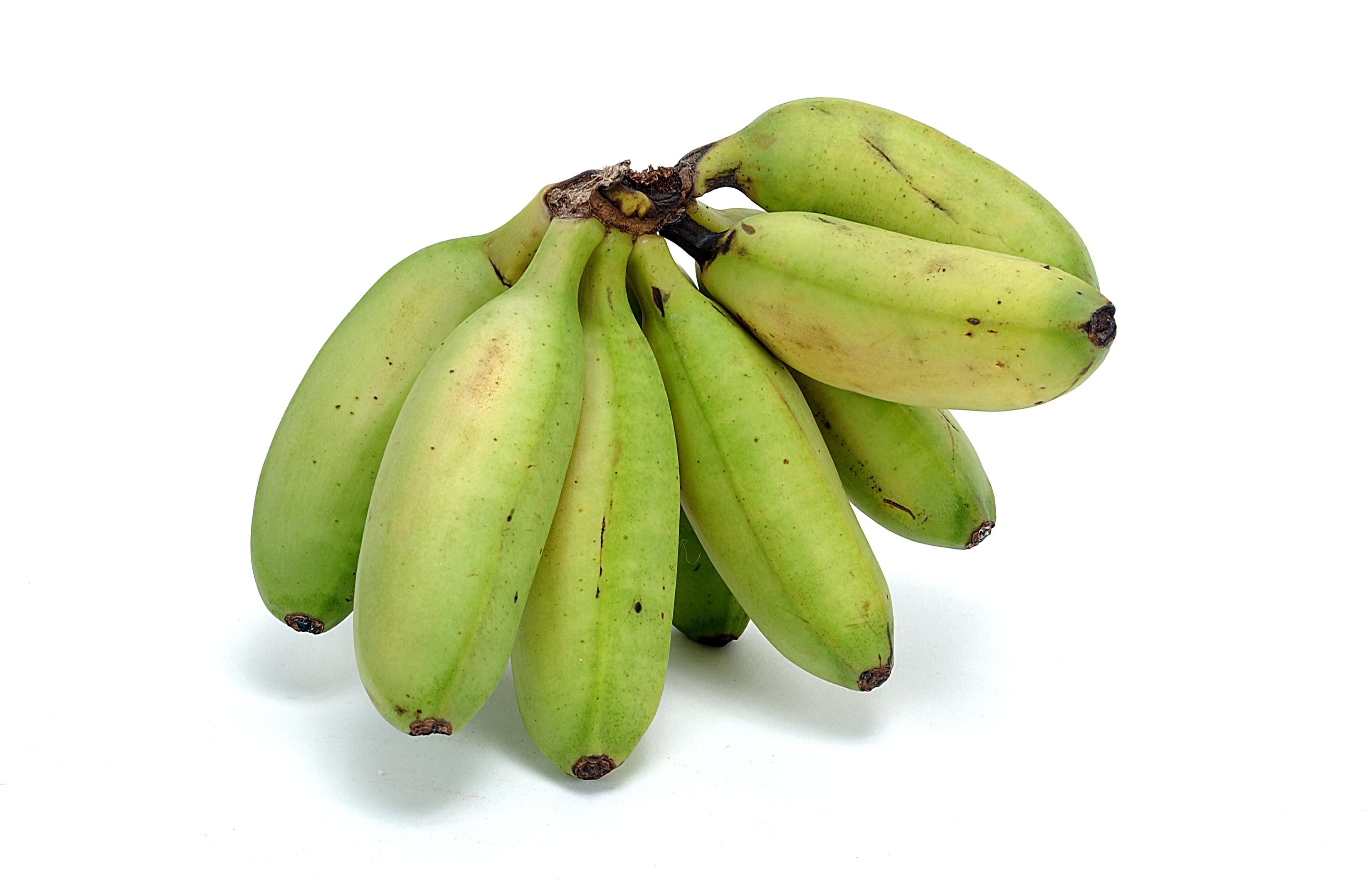 Green bananas contain the same amount of vitamins as ripe, yellow bananas.