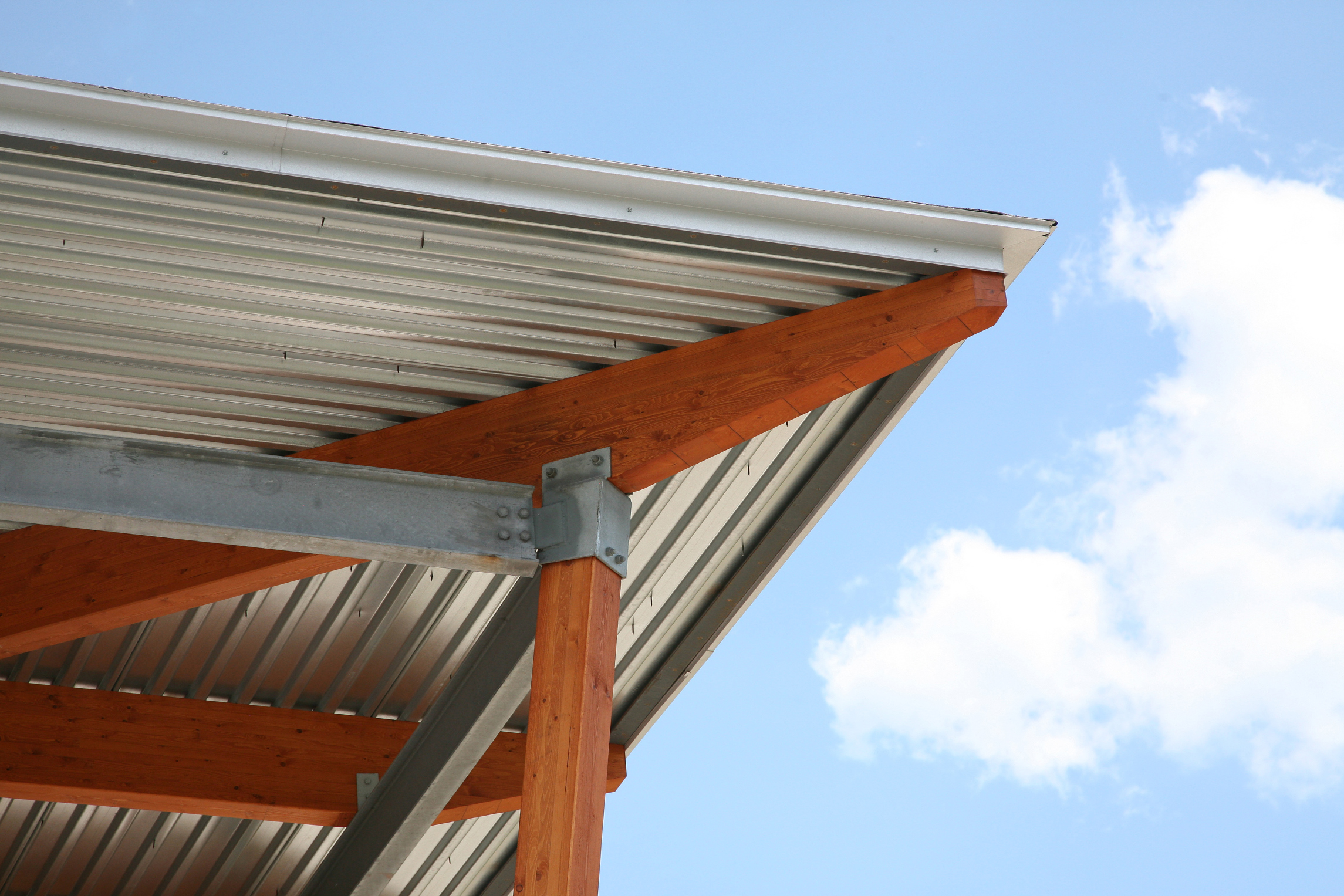 Difference in Cost Between Vinyl & Aluminum Soffit & Fascia
