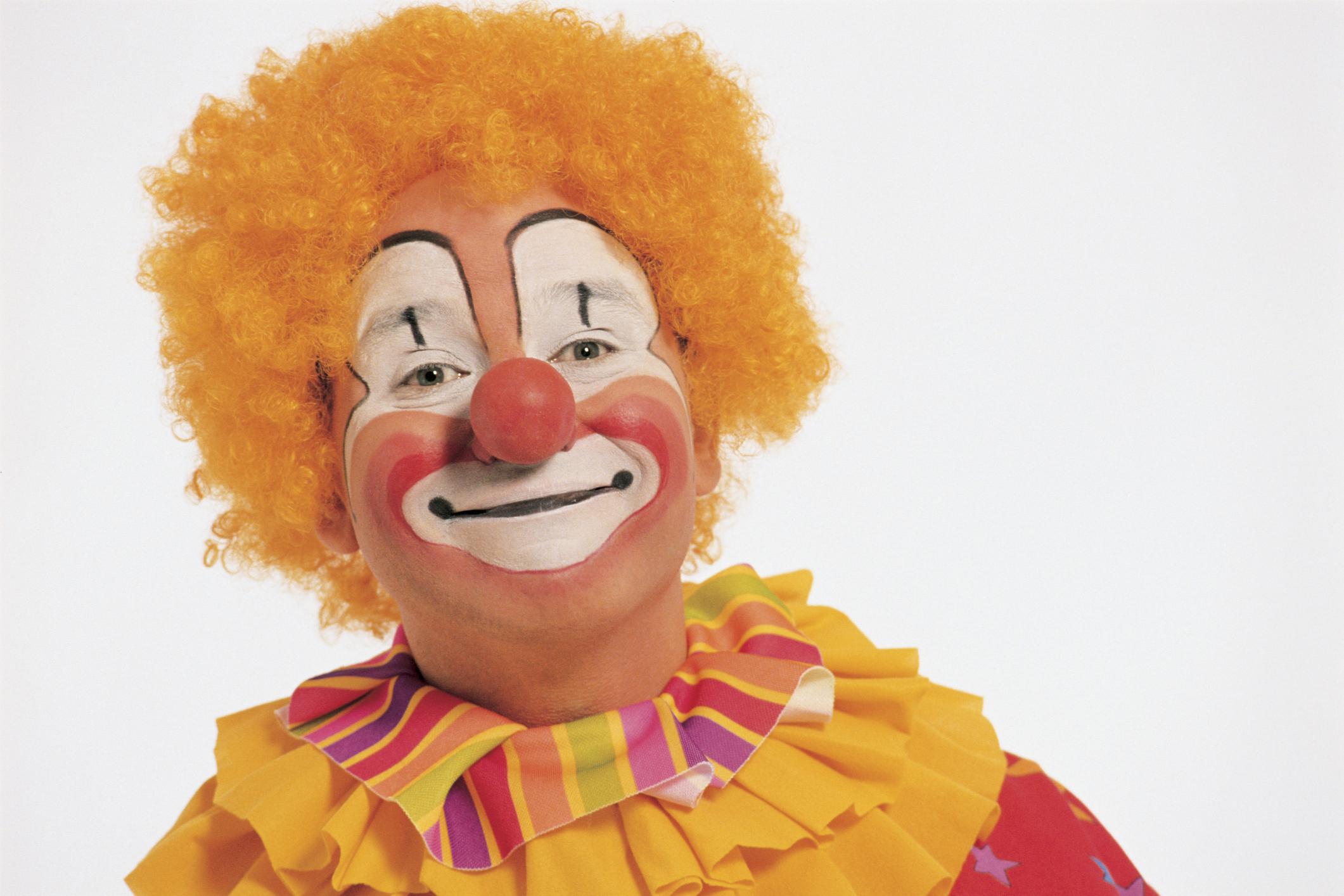 Cómo pintar una cara feliz de un payaso | eHow en Español
