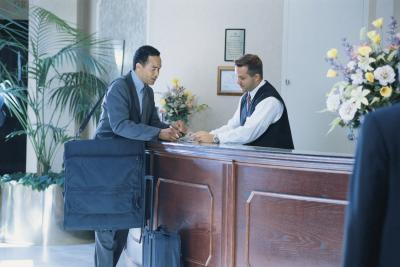 tips on training new employees for the front desk chroncom
