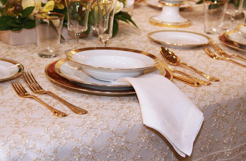Difference Between Porcelain Ceramic Dishes  Home Guides