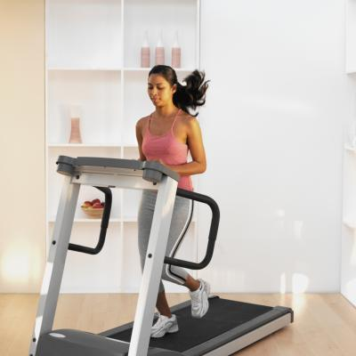 Treadmill Exercises for a Flat Stomach - Woman