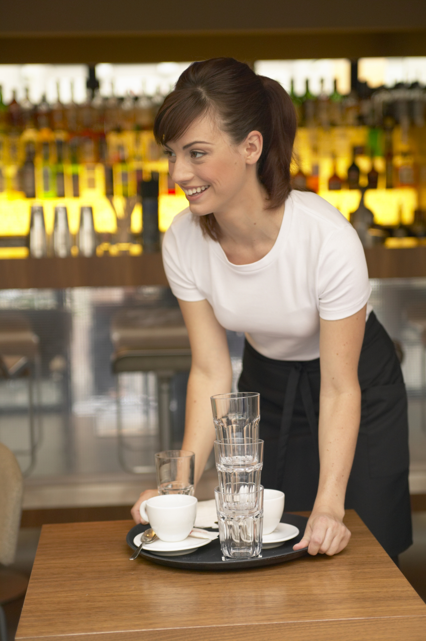 How to Be a Waiter Without Experience | Career Trend