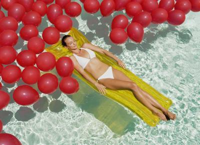 C mo hacer pesar globos en una piscina ehow en espa ol - Como se hace una piscina ...