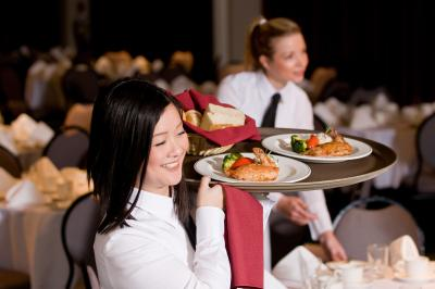 How To Be A Good Restaurant Waitress Chron Com