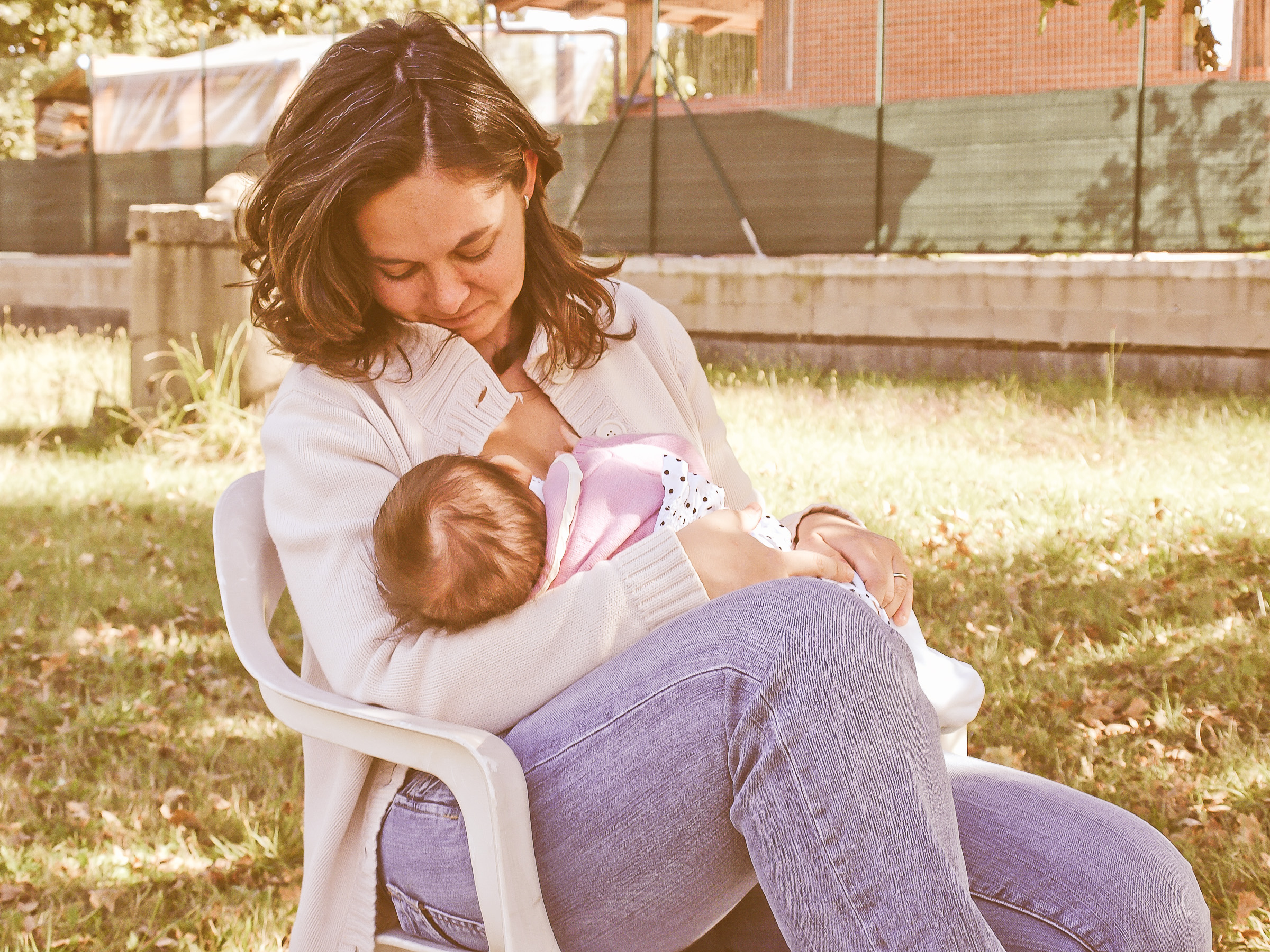 I breastfeed - it hurts my chest: what to do