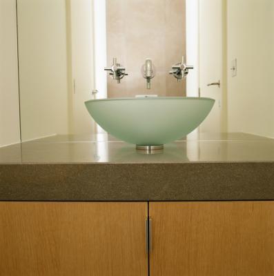 C mo limpiar manchas de agua dura en lavabos tipo vasija de vidrio ehow en espa ol - Lavabo de vidrio ...