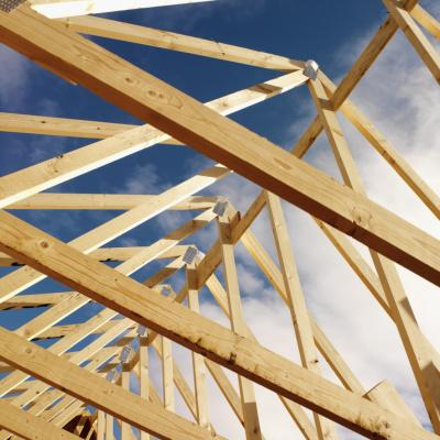 How to install roof trusses ehow uk for Roof trusses installation